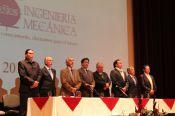 Directivas de la Universidad e invitados durante el acto de inauguración.