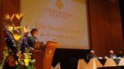Rafael Santos Calder&oacuten, rector de la UC, abrió el evento