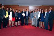 Rafael Santos Calderón, rector, y Nelson Gnecco Iglesias, vicerrector administrativo y financiero (centro), acompa�ados de los directivos de las diferentes áreas administrativas y académicas de la Institución.