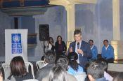 El misnitro Rafael Pardo dialoga con los estudiantes sobre el programa Manos a la paz