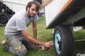Thiago Mundano inicia la labor con una de las carretas de los invitados
